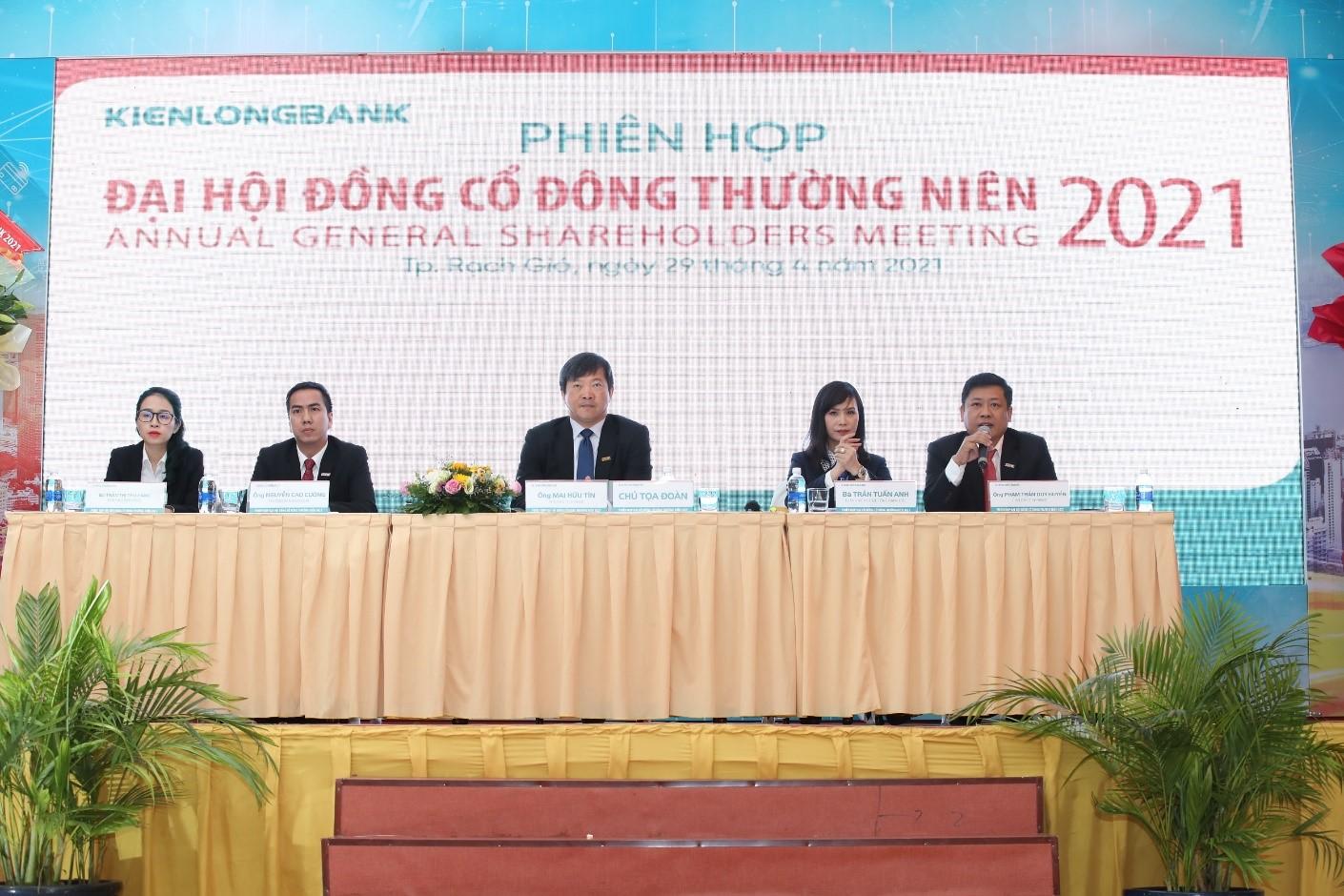 Ngân hàng TMCP Kiên Long thông qua kế hoạch lợi nhuận trước thuế năm 2021 là 1.000 tỷ, bổ sung tên viết tắt bằng tiếng Anh là KSBank và dự kiến chia cổ tức năm 2021 là 17%